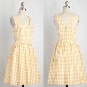 ⭐️NEW ARRIVAL Modcloth Yellow Gingham Cutout Dress